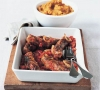 Колбаски жареные на гриле с помидорами и шалфеем