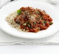 Бифштексы из ягнятины в томатном соусе