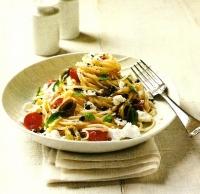 Спагетти с томатами черри и козьим сыром