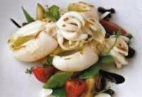 Салат из каракатицы с картофелем и горошком