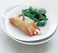 Козий сыр в конвертиках из хамона