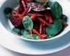 Пряный салат из свеклы с беконом