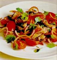 Стейк с салатом из итальянских помидоров