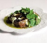 Стейк с козьим сыром и оливками